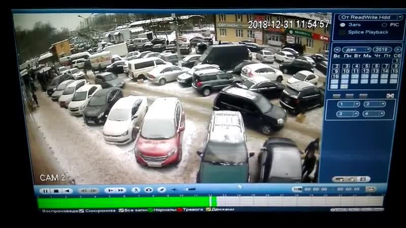 Мужик снёс зеркало припаркованному авто на Фабричной в Раменском