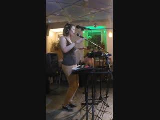 Katya Blazhenko - Live Looping