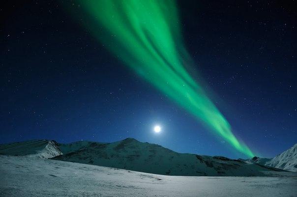 «Восход луны над северным сиянием»