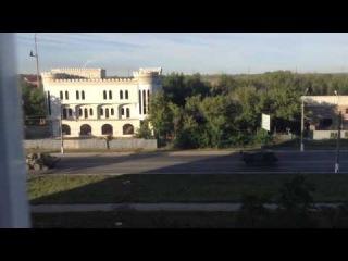 В сторону Луганска движется большая колонна боевой техники под флагами России и Крыма.