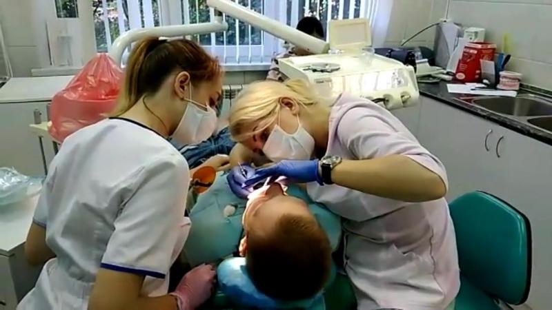 Лечение глубокого кариеса. Выполняет врач Титова Вера Андреевна.