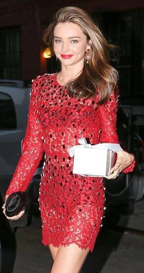 بالصور ميرندا بفستان احمر جميل