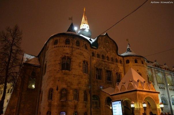 Здание Сберкассы (1913 г.) Вечером.
