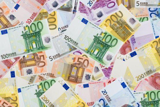 ИНТЕРЕСНЫЕ ФАКТЫ О ДЕНЬГАХНа лицевой стороне банкнот евро изображены