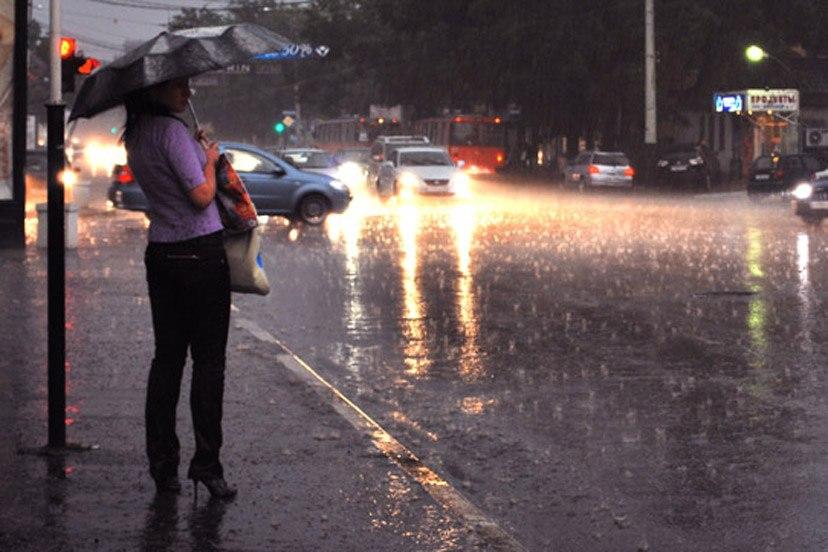 МЧС: В Таганроге и области ожидается сильный дождь и град