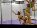 стриптизёрша против гимнастки