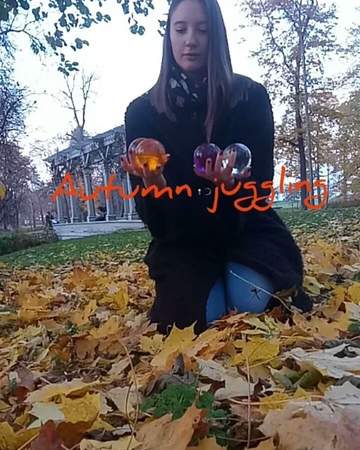 """Елизавета Чернядьева on Instagram: """"Autumn contact juggling! I use acrylic balls really seldom, but when you have balls of such colour you can't sk..."""