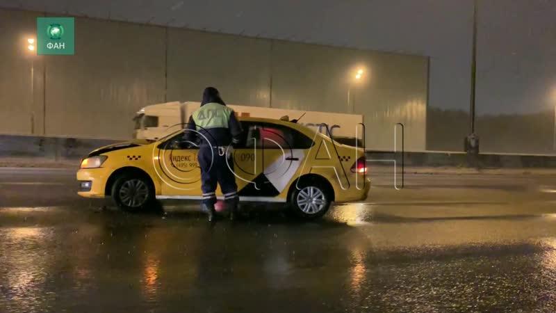 Опубликовано видео с места ДТП со скорой помощью на МКАД