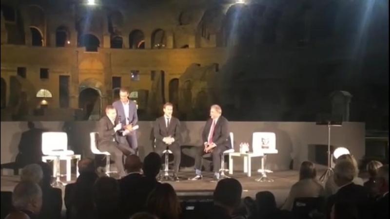 Франческо Тотти она презентации своей книги в Колизее!