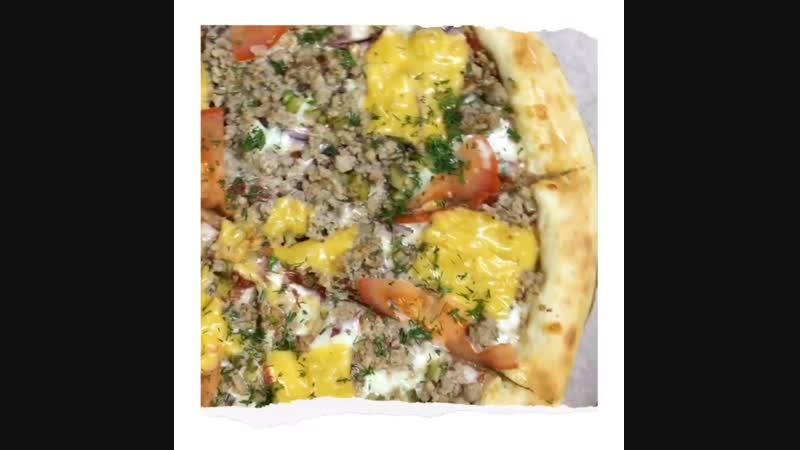 Погружение в мир пиццы и обратно за 20 секунд 🤤🍕❤️ Наша красотка - пицца Чизбургер 😻🍔 . Пицца- самое популярное блюдо в мире! Ее