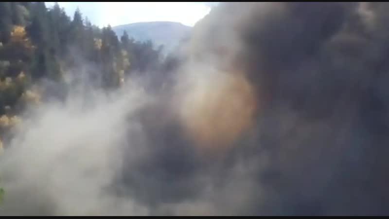 Взрыв в горах. Как прокладывают дороги.