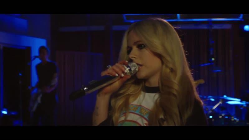 Avril Lavigne - Girlfriend (Live from Henson Recording Studios)