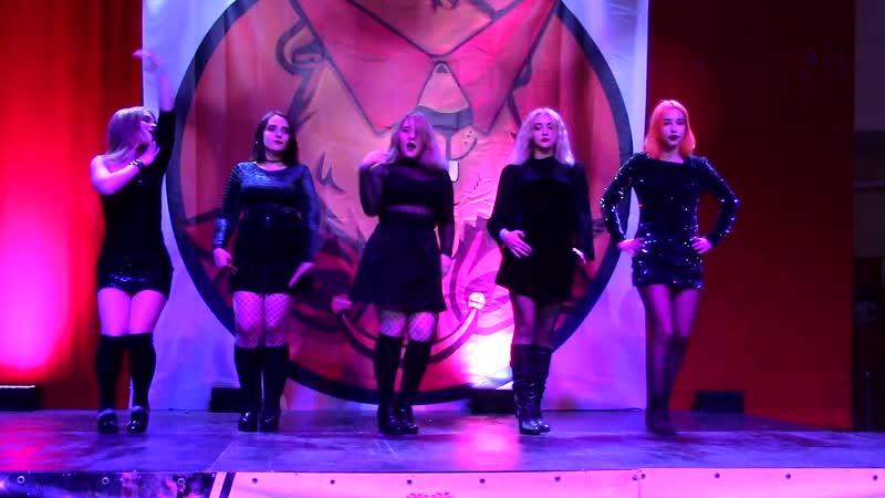 Madness - Pek-A-Boo (Red Velvet)