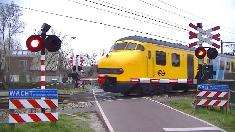 Spoorwegovergang Sint Pancras Dutch railroad crossing