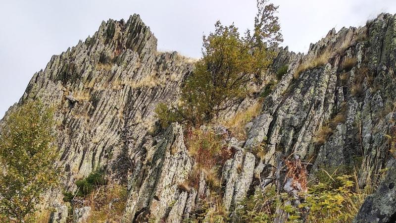 Дунян-сунган, Каин-тюбе, хребет Юша