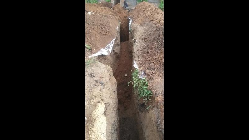 Закапываем выкопанную траншею