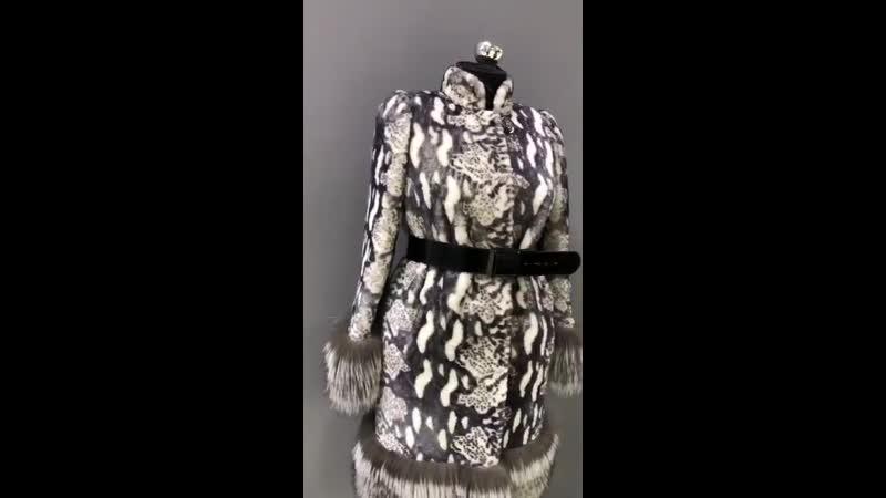 Пальто кёрле букле из натуральной овчины с чернобурой лисицей