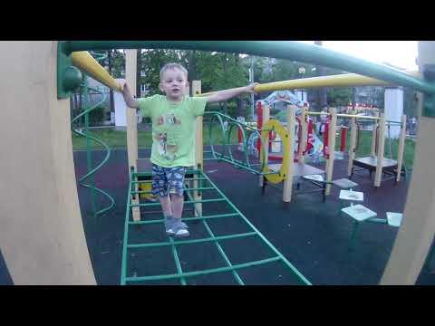 полоса препятствий на детской площадке центральный парк Ликино-Дулево