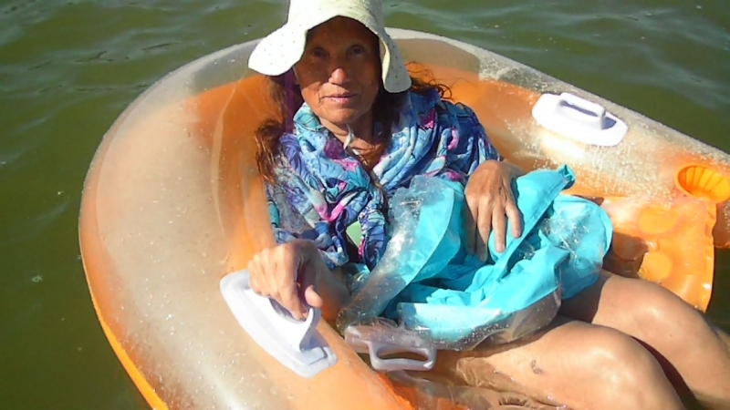 SAM_0028 - Отмена намеченного заплыва, потому что второе надувное кресло у меня в руках.