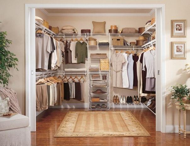 10 ошибок в обустройстве гардеробной, которые нельзя повторять Чем грозит нефункциональная планировка, какой материал для отделки стен табу и почему отдельная комната не всегда лучший вариант для хранения вещей – разбираемся, как создать идеальную гардеробную