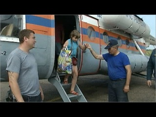 В Хабаровском крае наводнению противостоят всё больше спасателей, военных и добровольцев - Первый канал