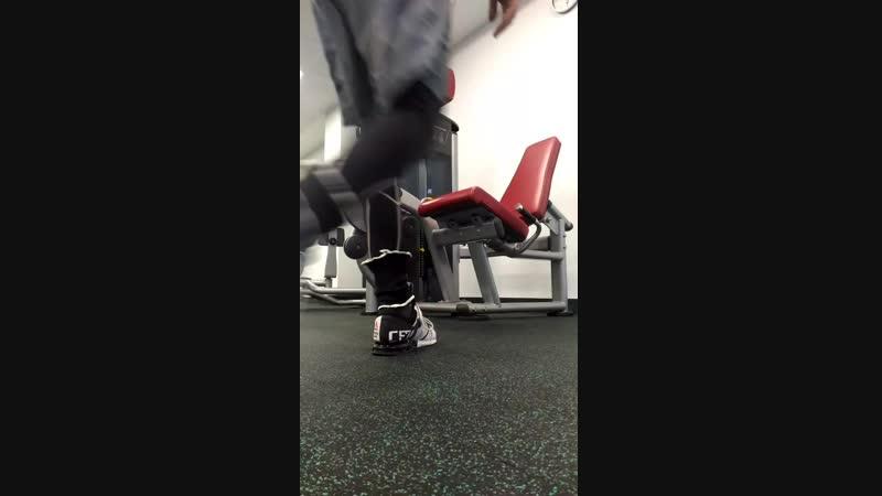 Суперсет разгибание сгибание ног в тренажёре