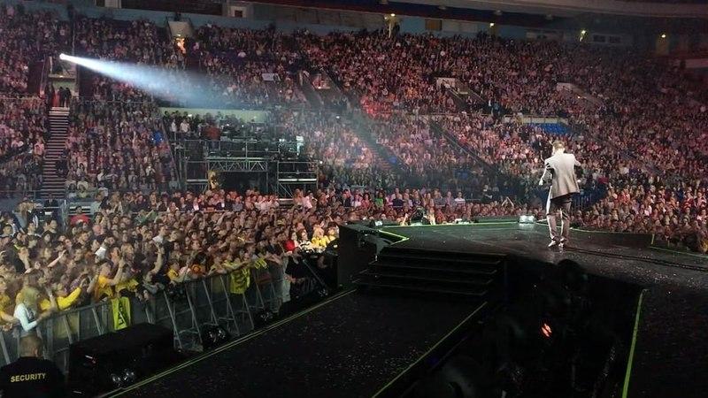 """Sergey Lazarev on Instagram: Прошел месяц с премьеры """"N-Tour"""" в Москве в Олимпийском, А этот многотысячный хор до сих пор у меня в ушах!! Это незабываемо!! Спасибо, что делаете меня счастливым! Уже скоро бы продолжим тур. Города и даты"""