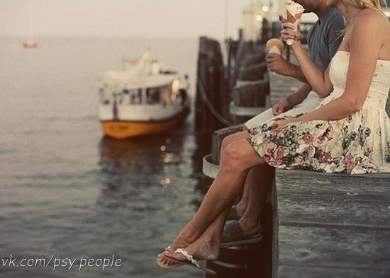 И никто, никто не должен знать, что между мужем и женой происходит, коль они любят друг друга. И какая бы ни вышла у них ссора, мать родную, и ту не должны себе в судьи звать и один про другого рассказывать. Сами они себе судьи. Любовь – тайна Божия и от всех глаз чужих должна быть закрыта, что бы там ни произошло. Ф. М. Достоевский «Записки из подполья»