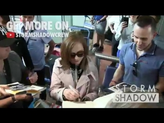 Isabelle Huppert arriving at Cannes airport for the 2017 Cannes Film Festival   Изабель Юппер