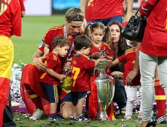 Фернандо торрес с женой и детьми фото 2018