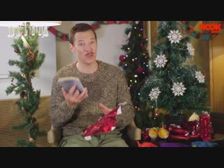 Benedict_Cumberbatch_Teaches_How_to_React_to_Bad_Xmas_Gifts_-_The_Hook