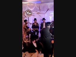 גראמען אויף דאווענען, מאטי אילאוויטש, לב דובי מייזעלס Motty Ilowitz, Dovi Meizels, Lev Choir