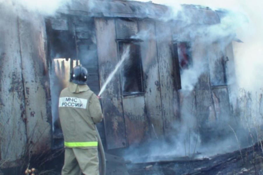 В Нижнем Архызе сгорел строительный вагончик