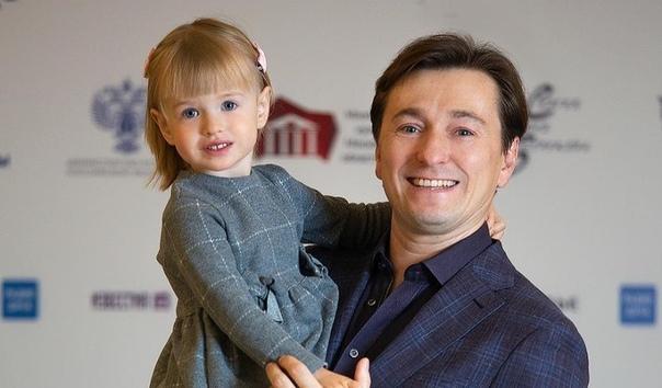 Сергей Безруков получил тортик от дочки!