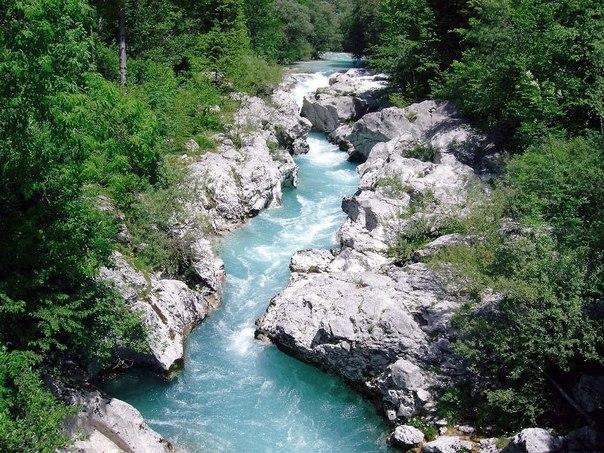 Прекрасная бирюзовая река Соча