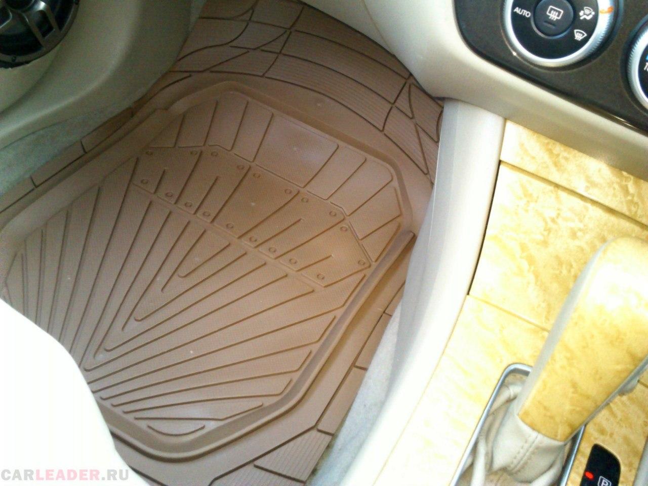 японские толстые резиновые коврики в Nissan Bluebird Axis
