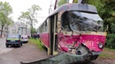 На Молодогвардейской трамвай №9 протаранил фуру движение электротранспорта заблокировано