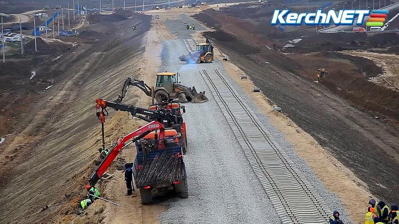 В Керчь завезли шпалы для железной дороги по Крымскому мосту
