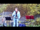 Поет Олег Токарев