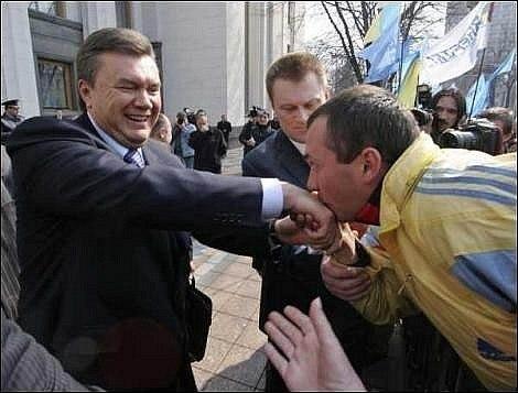 """За Родину, за Януковича!"": сторонники ПР под музыку советских времен устанавливают палатки возле Рады - Цензор.НЕТ 3813"