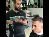 Известный парикмахер барбер делает укладку клиенту. Азербайджан Azerbaijan Azerbaycan БАКУ BAKU BAKI Карабах 2018 HD barber +18
