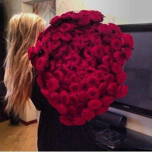 Фото картинки блондинки с цветами