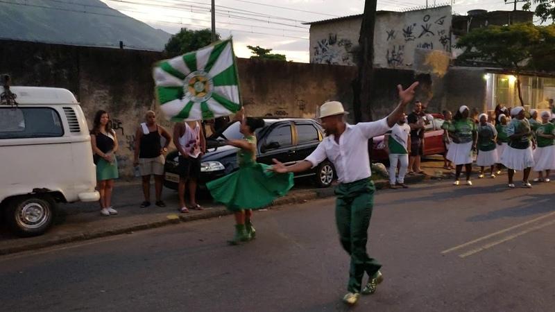 MOCIDADE 2019 casal de mestre-sala e porta-bandeira no ensaio de rua para o Carnaval 2019