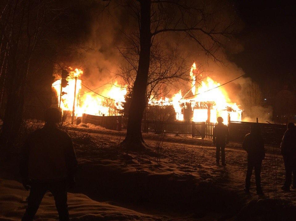 Вweb-сети появилось видео ночного пожара вКоломягах