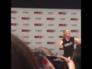 JMo fluffing fans aura at her QA
