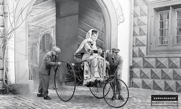 Первая женщина за рулём. Осторожно! :) Берта Бенц ведёт Benz Patent-Motorwagen. 1886гГермания