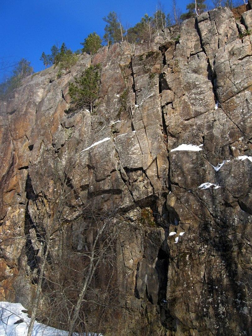 По Карелии в марте. Река Асиланйоки и скалы возле Хийтола