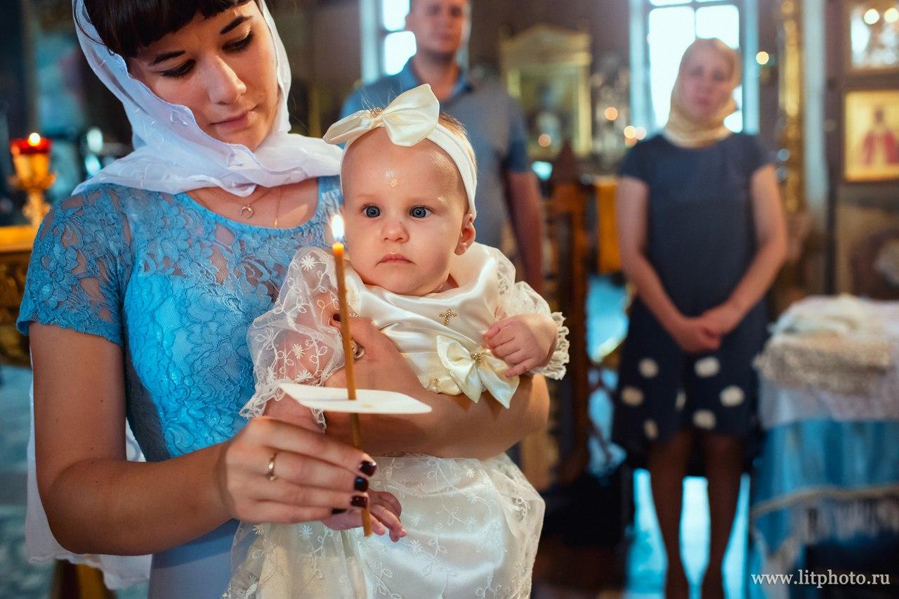 торжественное крещение в храме воскресения словущего
