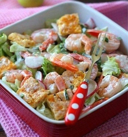Салат с омлетом и креветками Список ингредиентов: Мороженные креветки