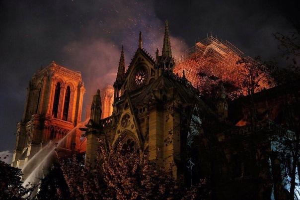 В Париже сгорел Нотр-Дам-де-Пари, он же Coбор Парижской Богоматери. В прошлом году зданию исполнилось 853 года.
